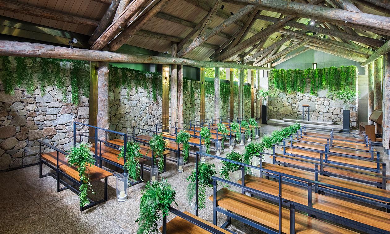 石彩の教会 内観